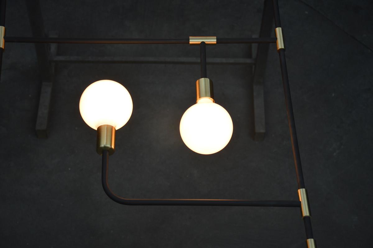 גוף תאורה בהזמנה אישית עשוי ברזל