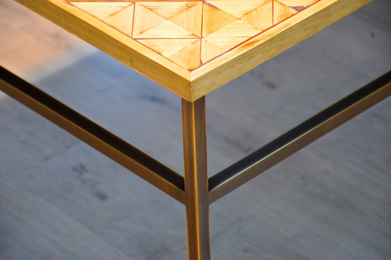 עיצוב שולחן מפליז בשילוב עץ