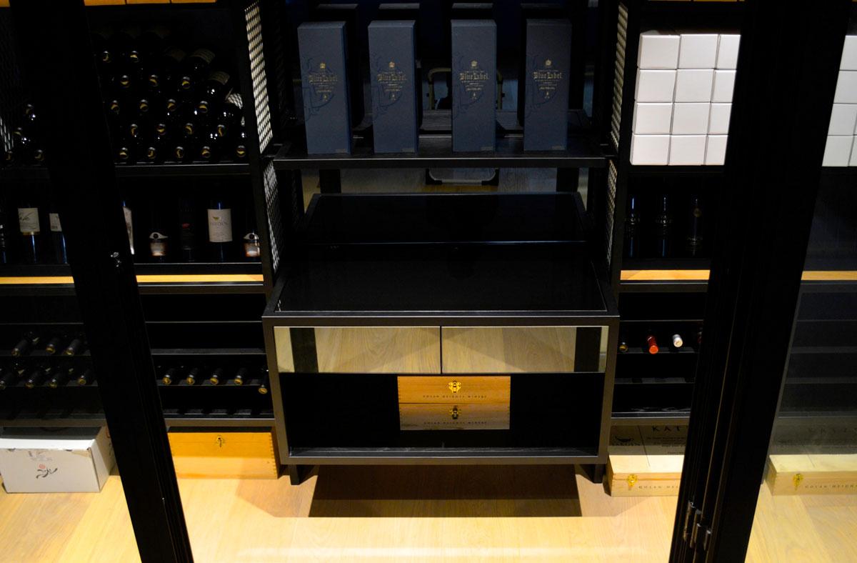 חדר יין מעוצב מברזל