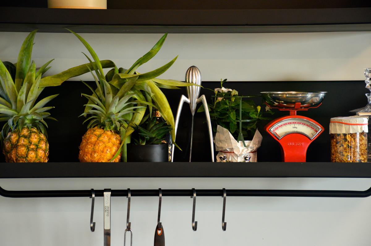 מדפי ברזל למטבח
