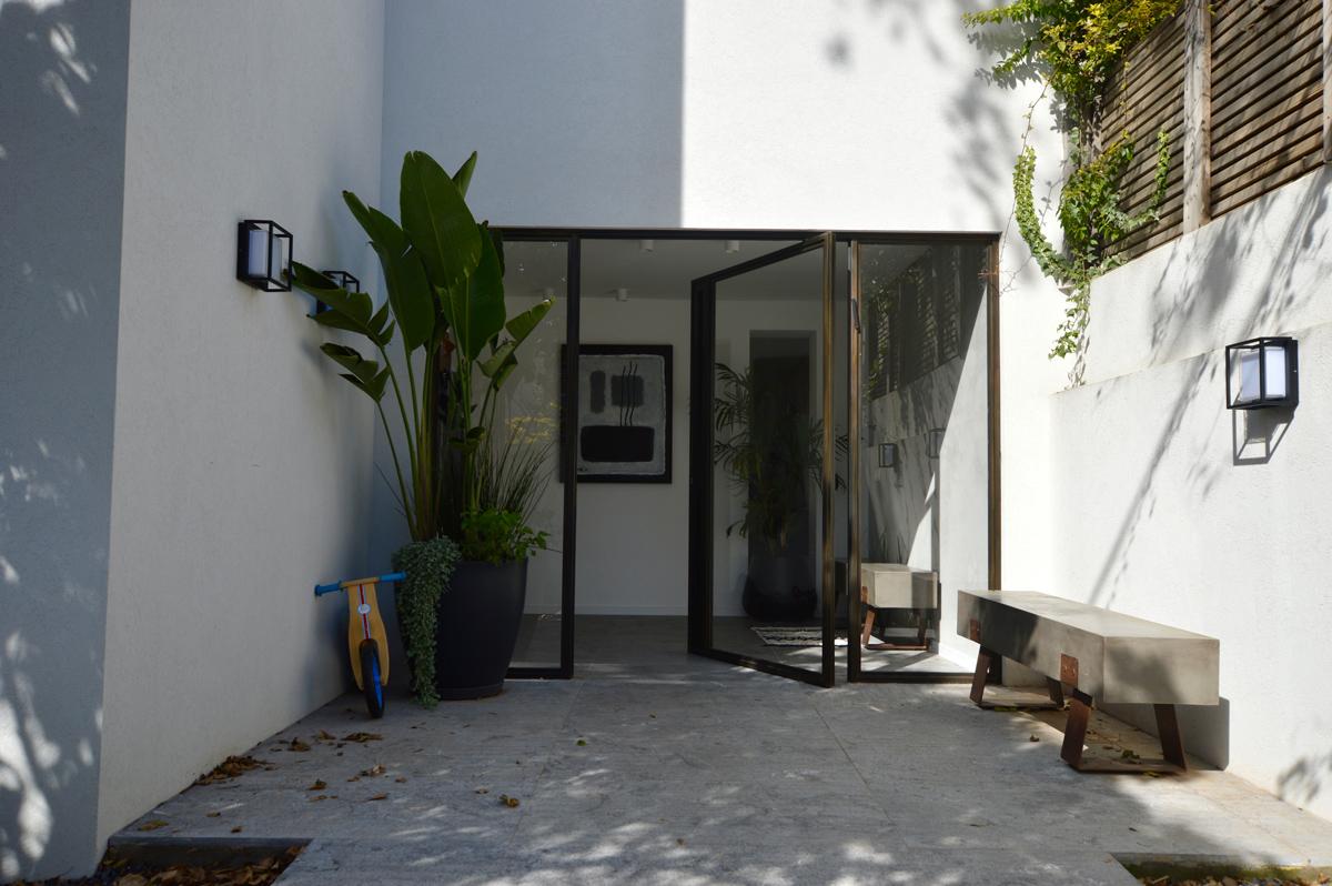 דלתות PIVOT מעוצבות בהזמנה אישית