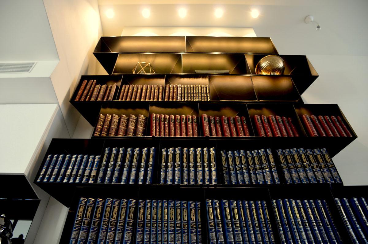 ספריות מברזל בהתאמה אישית