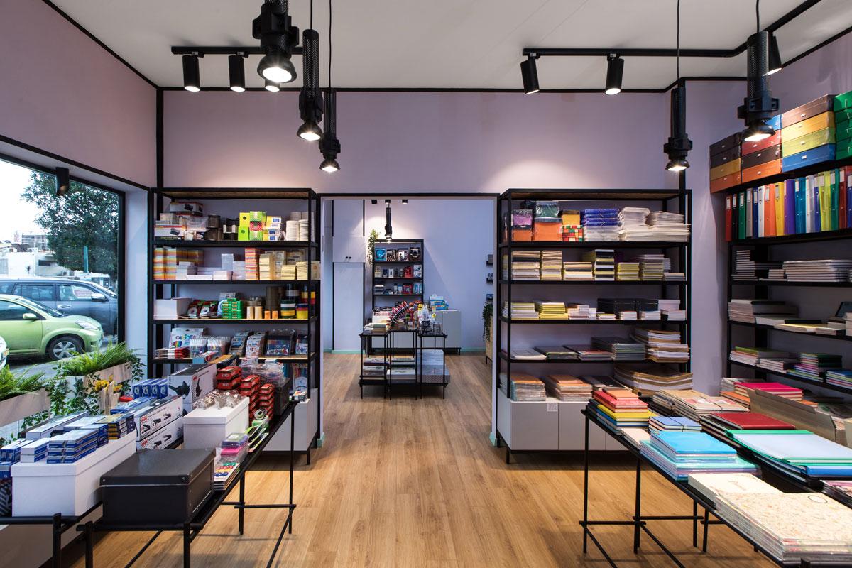 עיצוב ספריה מברזל לחנויות