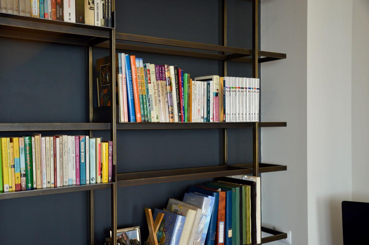 ספריה מפליז - מבט על המדפים