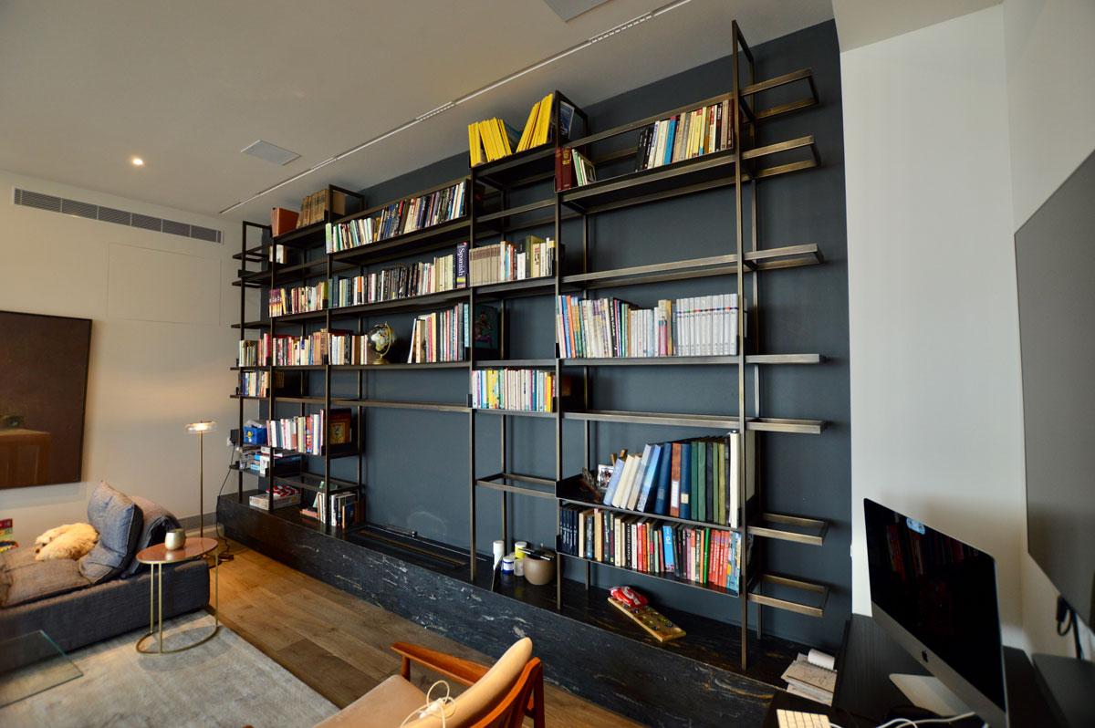 מבט צידי על ספריה מפליז ומברזל