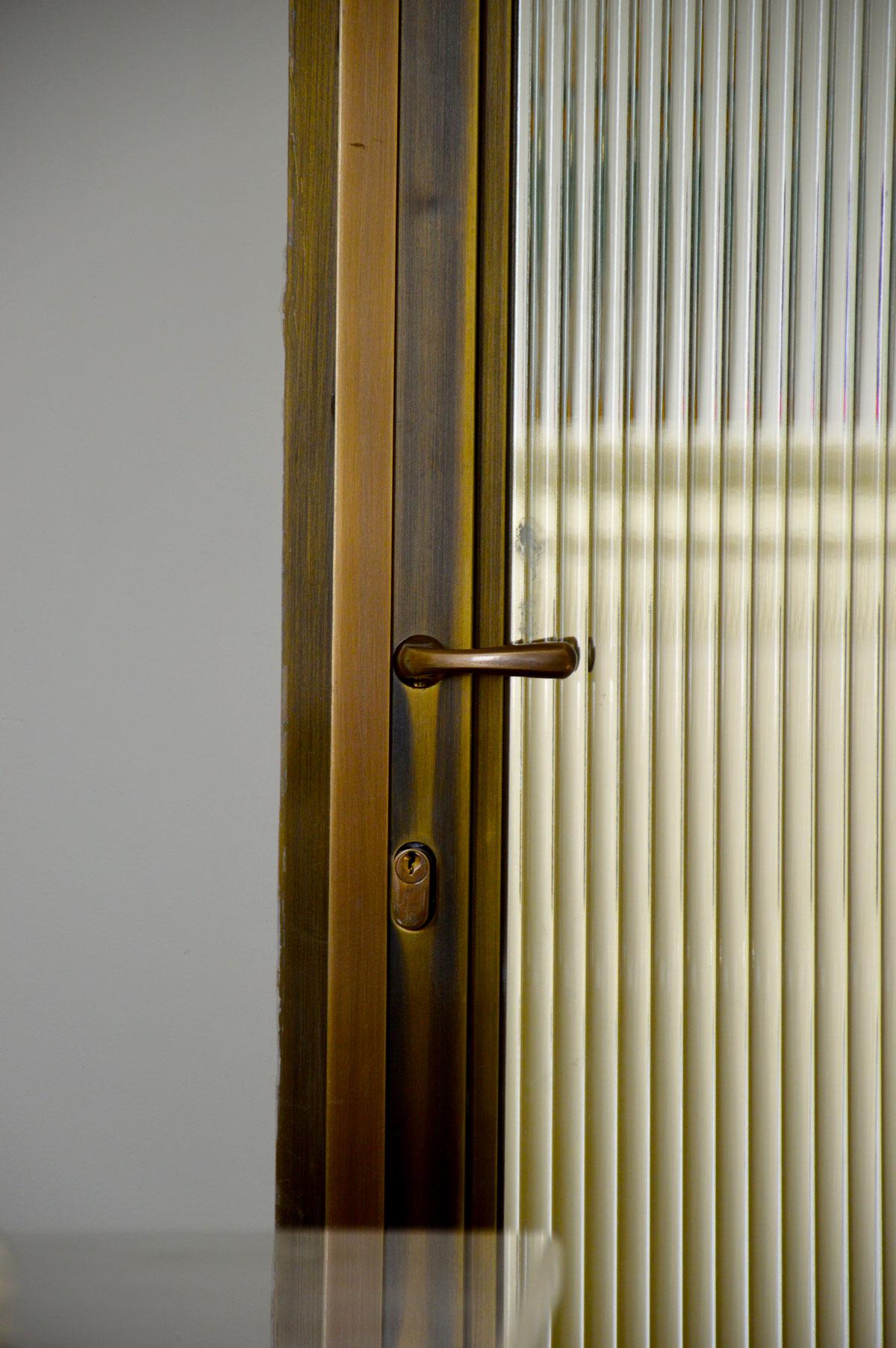 דלתות בהתאמה אישית - פליז