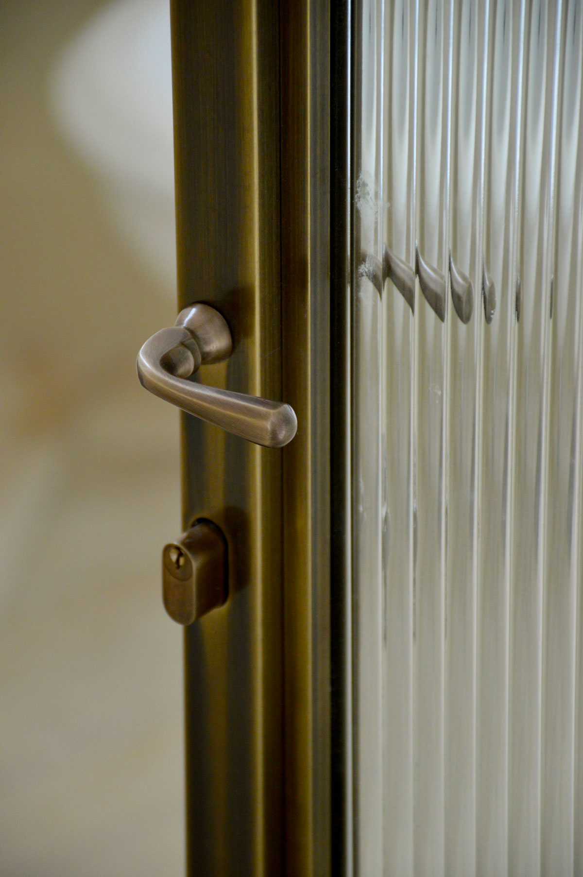 מבט מקרוב על דלת מפליז