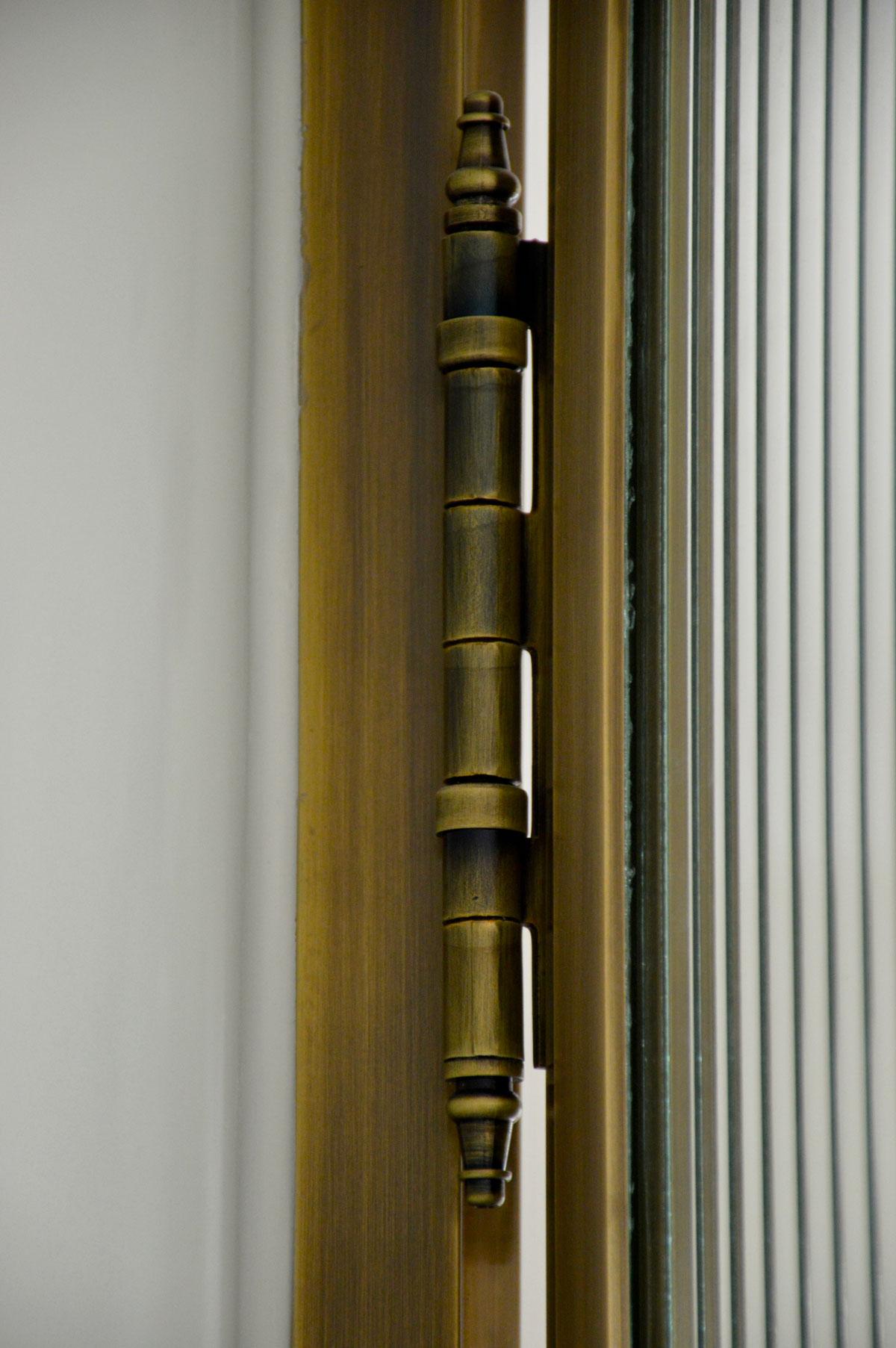 עיצוב דלתות מפליז