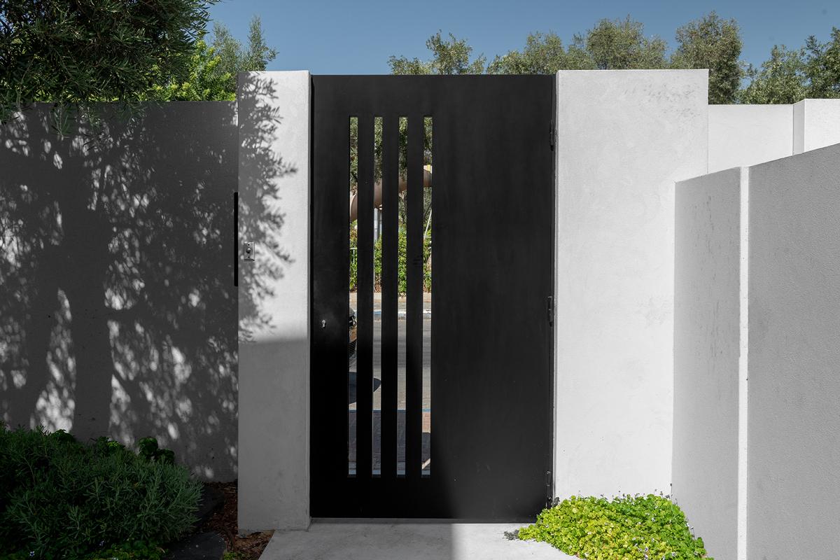 דלתות כניסה מעוצבות מברזל