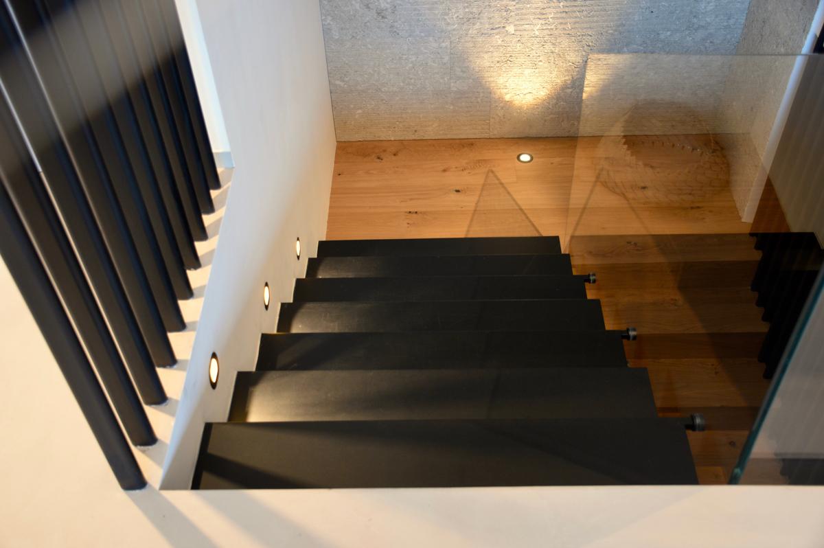 גרם מדרגות מברזל מלא