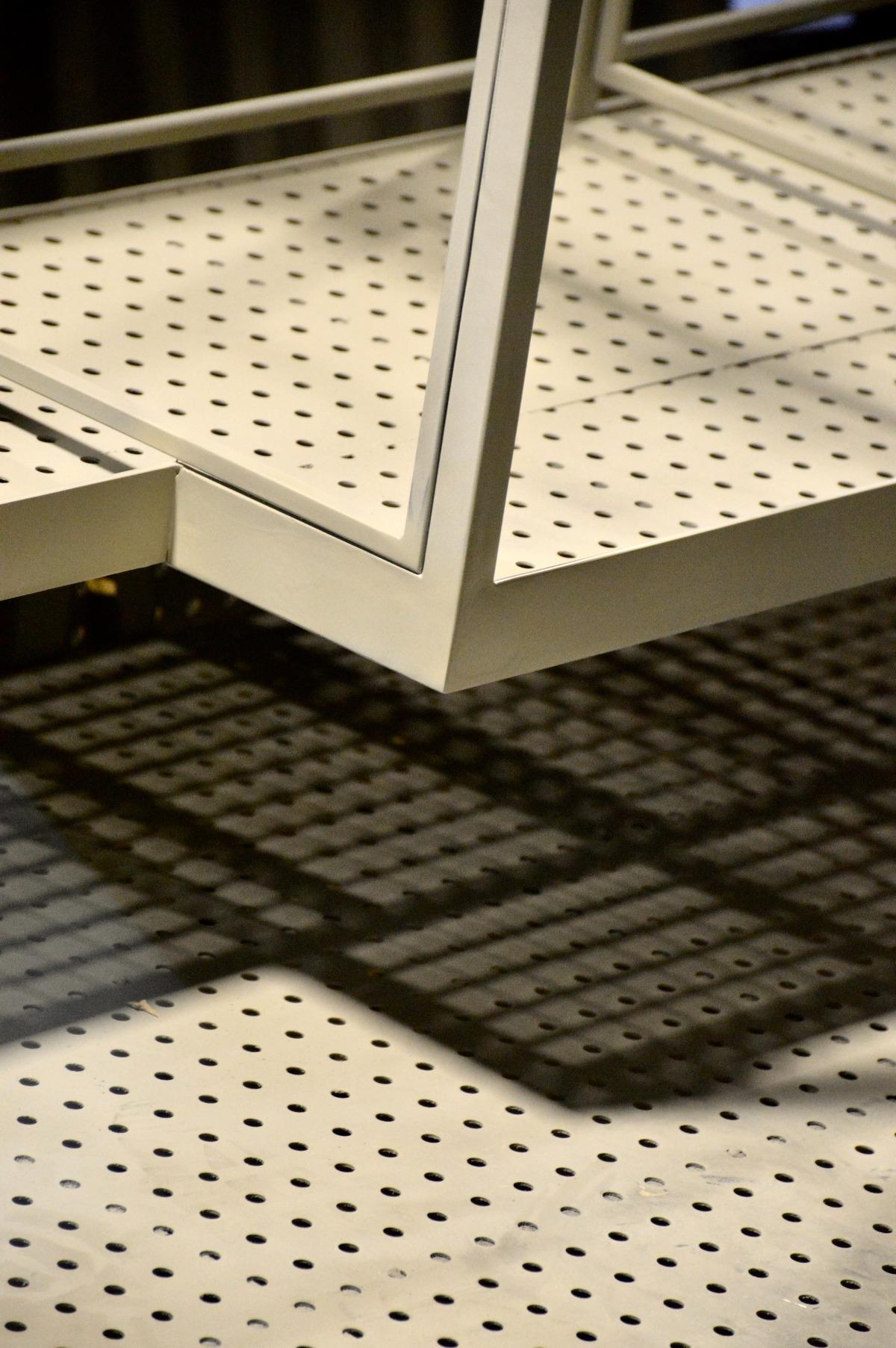 mesh-made-of-white-spandrel-design