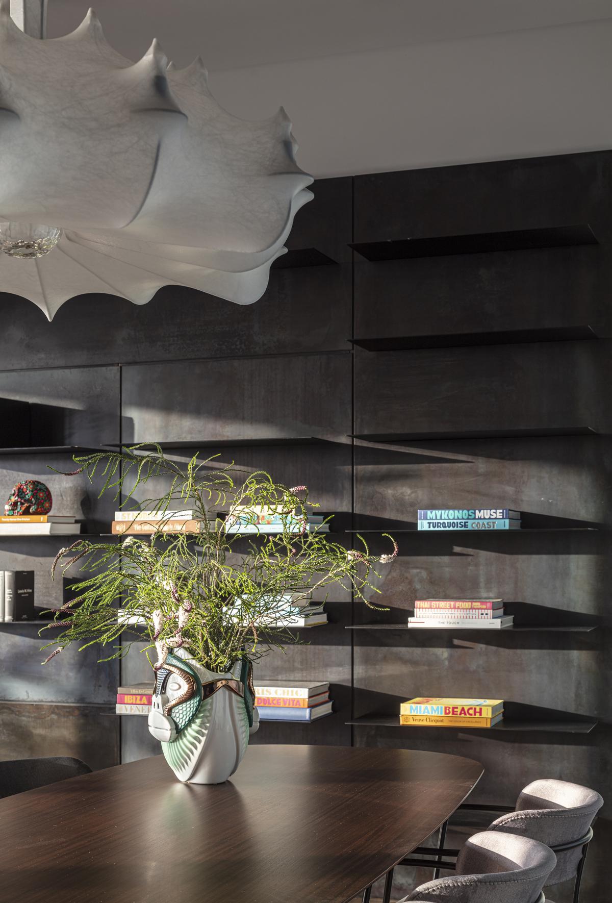 ספריה מעוצבת לסלון במראה מרחף