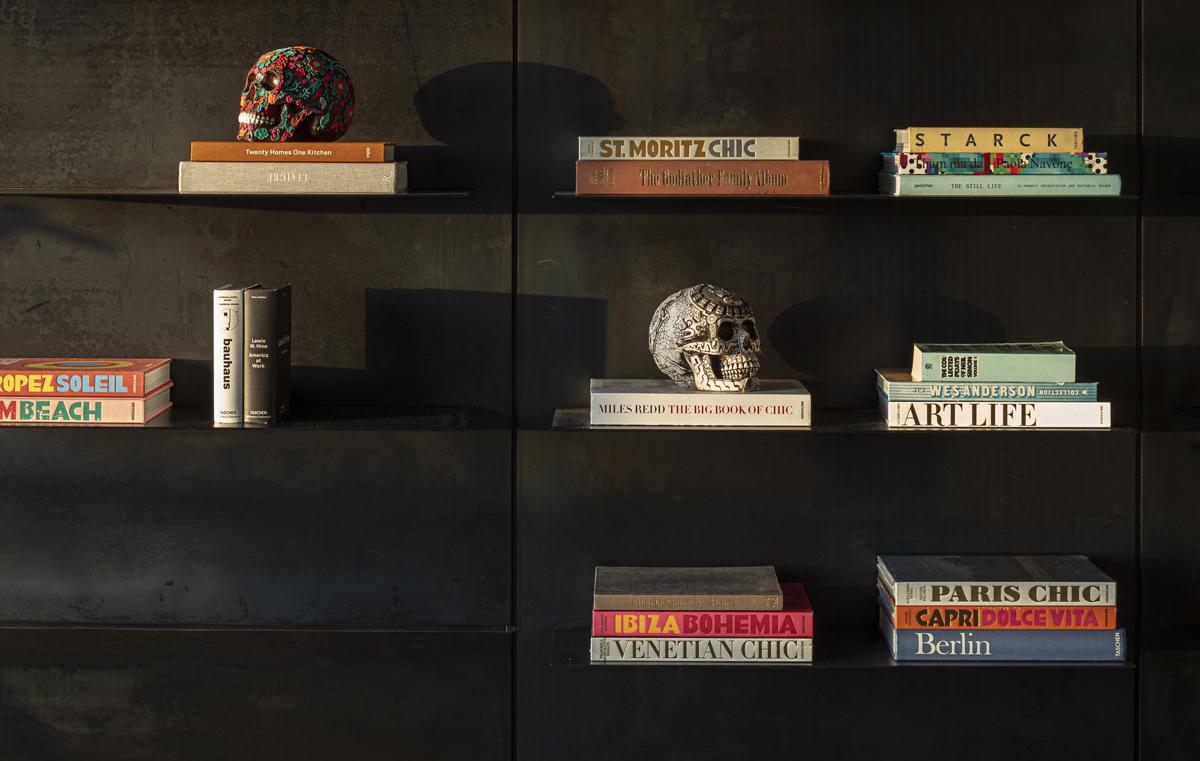 קלוזאפ - ספריה מושחרת
